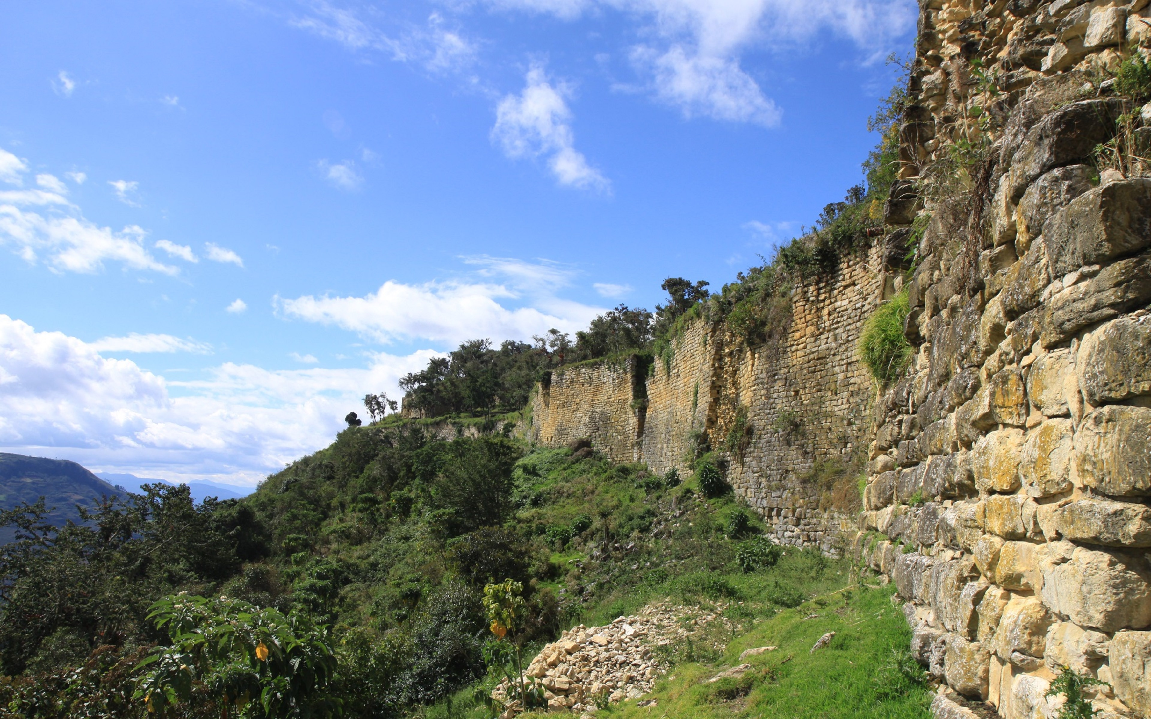 FEATURED CHACHAPOYAS - Chachapoyas & Kuélap